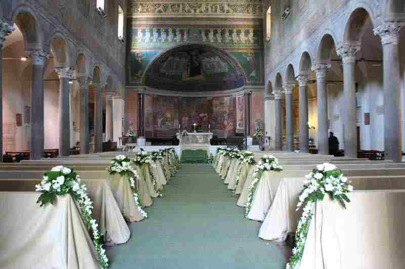 Chiesa - Gli addobbi floreali per le nozze