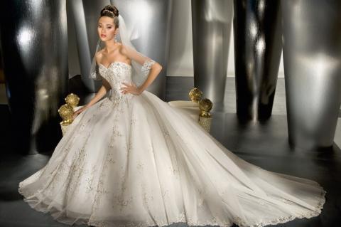 DA19D10E24 - Abito da sposa: consigli pratici per la scelta