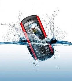salvare cellulare bagnato acqua ziogeek - Come possiamo recuperare il nostro telefonino bagnato?