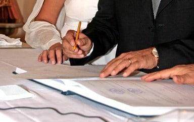 firme degli sposi - La scelta tra comunione e separazione dei beni