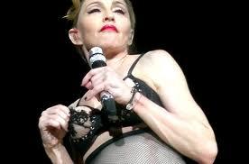 Madonna scandalo concerto - Madonna scandalizza sul palco di Istanbul