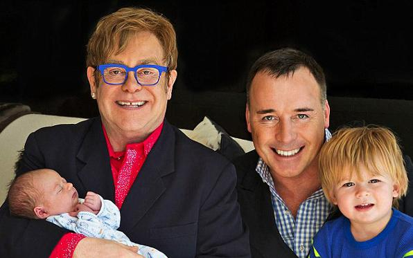 Elton John e David Furnish papa - Seconda paternità per Elton John: è nato Elijah