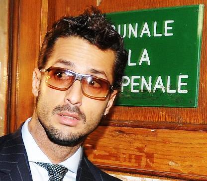 cforona - Nuovo show di Fabrizio Corona, litiga con il pm in tribunale
