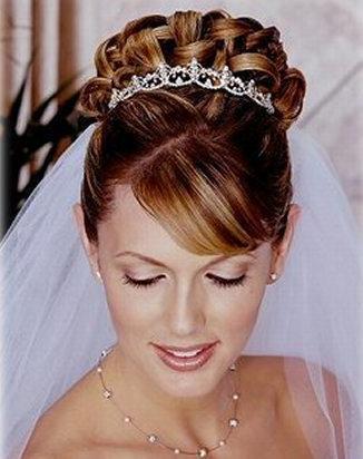 1.acconciature sposa - L'acconciatura per la sposa: i tempi e alcuni suggerimenti utili