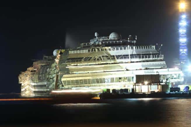 costa crociera - La Costa Concordia è tornata di nuovo in asse