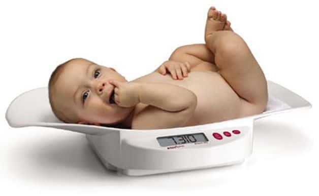 1.bilancia neonato - La crescita del bambino nei primi mesi: quanto guardare la bilancia?