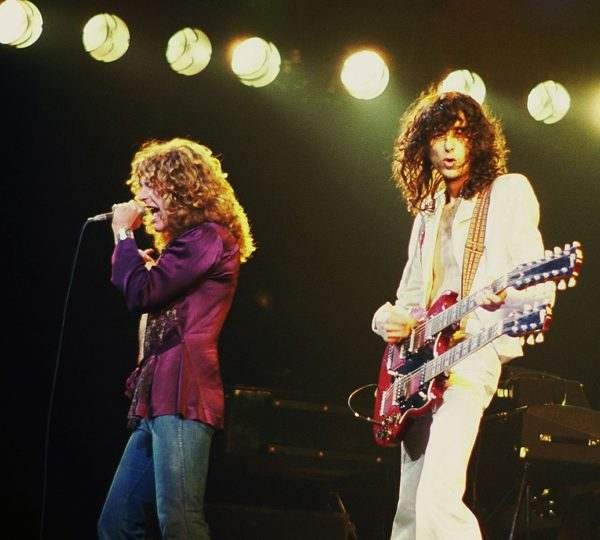 Jimmy Page with Robert Plant Led Zeppelin 1977 - Led Zeppelin: l'esoterismo e il culto per Crowley