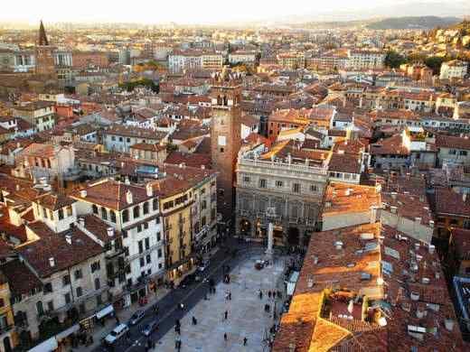 verona piazza delle erbe - Il fascino senza tempo di Verona