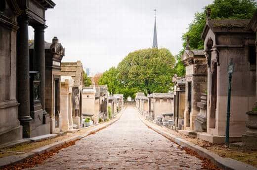 paris cimetiere du pere lachaise a paris - Una visita ai cimiteri monumentali di Parigi