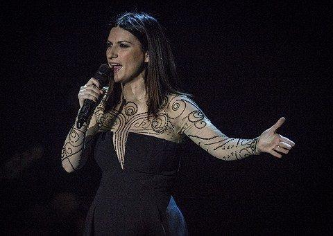 """laurapausini - Laura Pausini risponde su Facebook sulla questione della """"signora in spiaggia"""""""