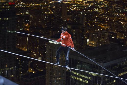 Nik Wallenda - L'equilibrista Nik Wallenda impressiona sui grattacieli di Chicago