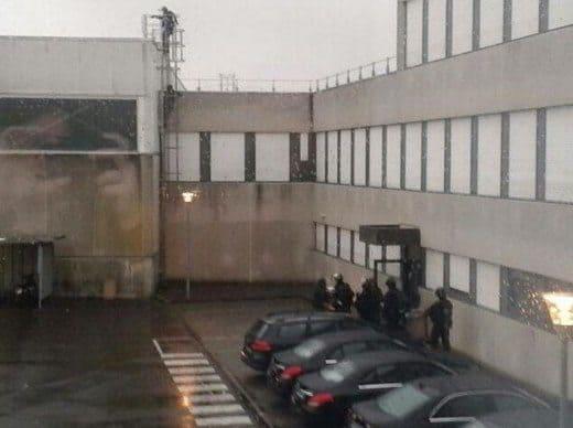 tipografia Dammartin - Charlie Hebdo: il video del blitz e dell'uccisione dei fratelli Kouachi