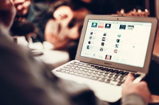 Come trovare informazioni su una persona online - Come trovare informazioni su una persona sul Web