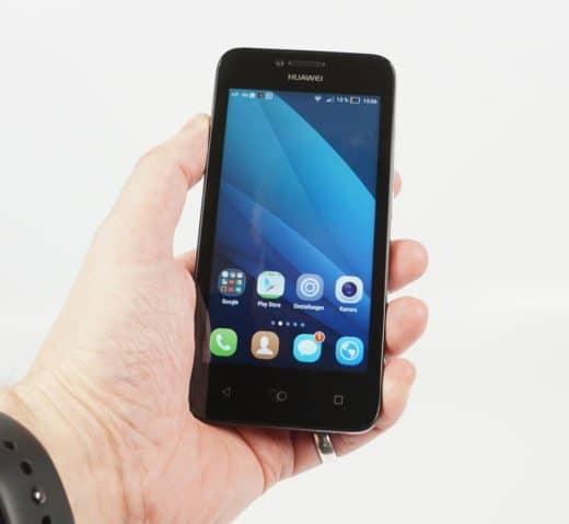 Huawei Y5 Hand - I migliori smartphone economici sotto i 100 euro del 2016: guida all'acquisto