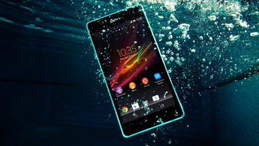 Come recuperare uno smartphone caduto in acqua - Come recuperare uno smartphone caduto in acqua