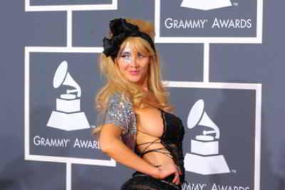 Nadeea Volianova - Dopo le Serebro e le T.A.T.U. ecco Nadeea Volianova, la Lady Gaga russa