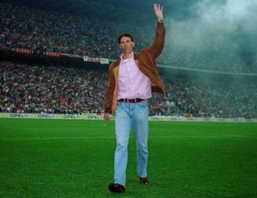 Van Basten lascia il calcio e il Milan