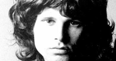 jim morrison re lucertola 390x205 - Misteri sulla morte di Jim Morrison