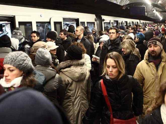 folla metro3 - La metro a Roma - Parte Prima