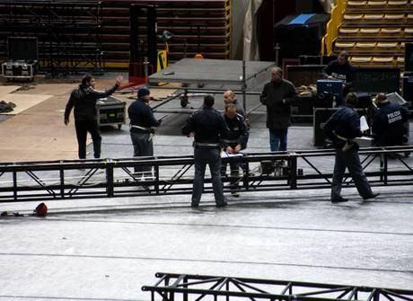 Crollo palco Pausini 4 - Concerto Laura Pausini, crolla il palco: muore un operaio