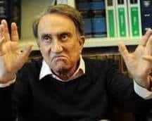 Emilio Fede saluta i Fan