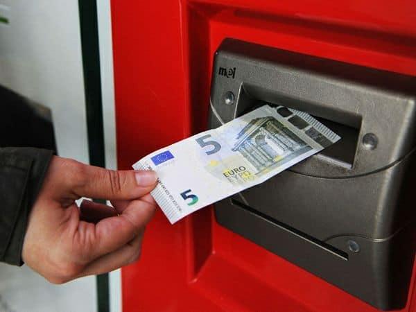 Le nuove 5 euro non vengono lette dai distributori
