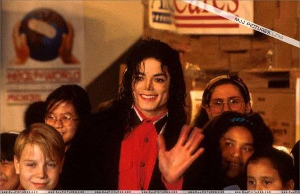 Michael Jackson pagò minori abusati