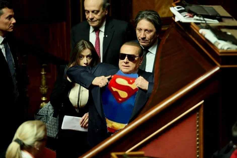 berlusconi 6 - Sentenza Mediaset: la satira corre sul web