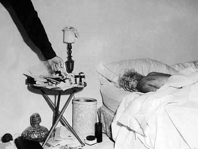 Il corpo senza vita di Marilyn Monroe