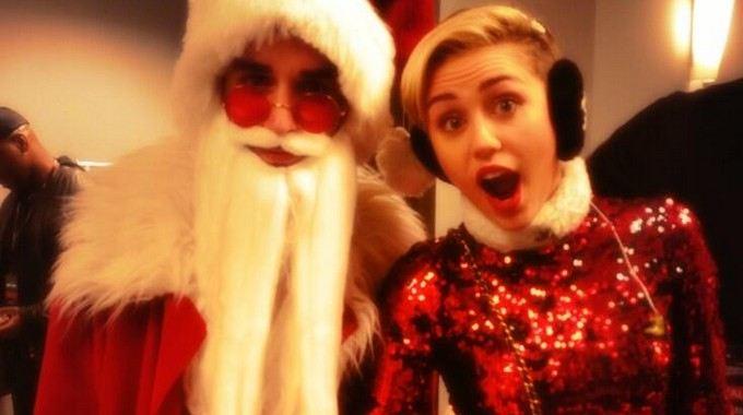 Miley Cyrus con Babbo Natale