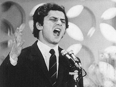 """Luigi Tenco canta """"Ciao Amore ciao"""" al Festival di Sanremo del 1967"""