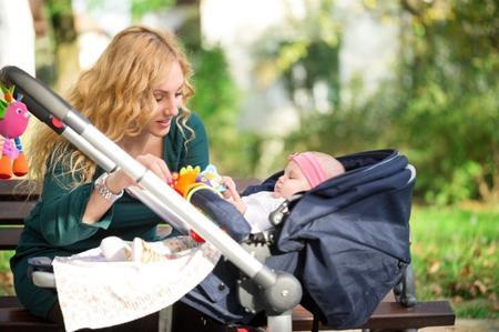 Prima passeggiata con neonato