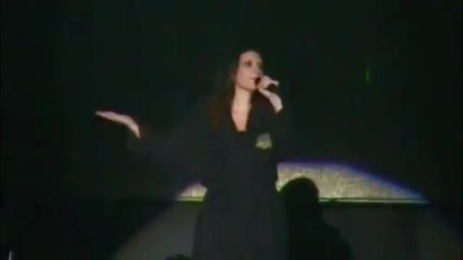 Pausini hot in concerto in Perù