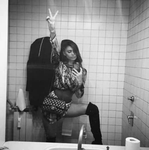 Belen Selfie in bagno