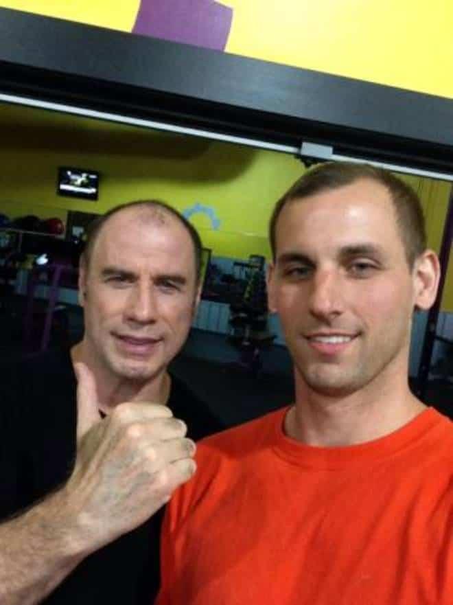 John Travolta pelato