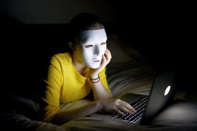 Come navigare sul web senza esser visti