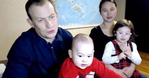 Robert Kelly e la famiglia intervistati dalla BBC