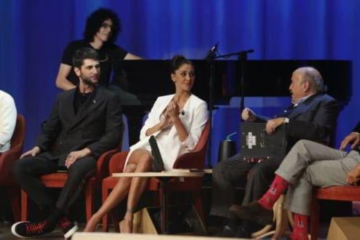 Belen Rodriguez imbarazzo e gaffe al Maurizi Costanzo Show