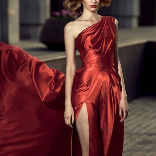 Abbigliamento answer: ASIMMETRICO