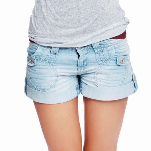 Abbigliamento answer: SHORT DI JEANS