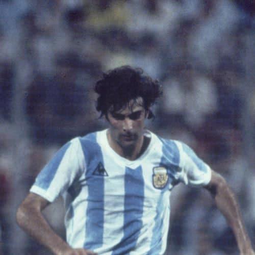 Calcio answer: MARIO KEMPES