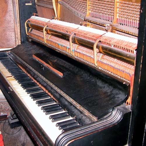Strumenti answer: PIANO VERTICALE