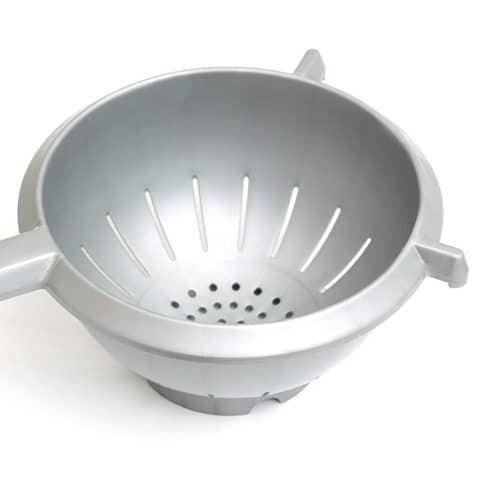 Utensili da cucina answer: SCOLAPASTA